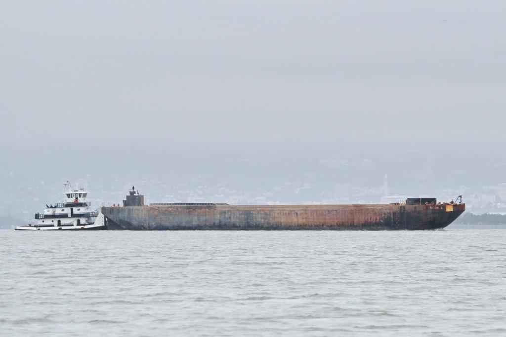 boats-barge-IMG_4942
